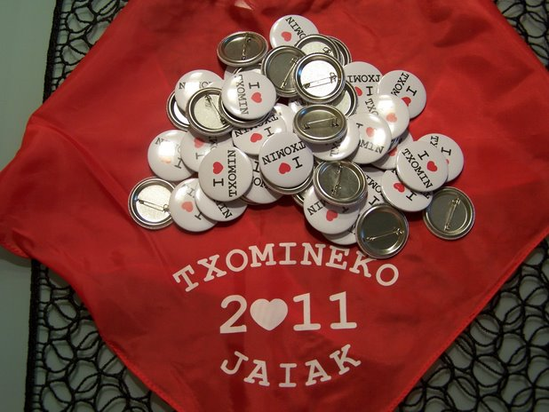 txapas y pañuelos para las fiestas de Txomin 2011
